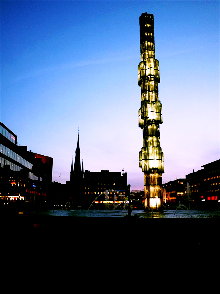ストックホルム中央駅前のガラスタワー