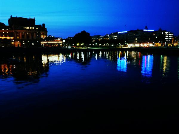 ストックホルム市内のニーブローハムネン港です。