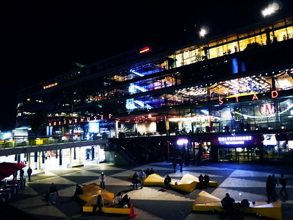 ストックホルム中央駅前のセルゲル広場と文化会館です。