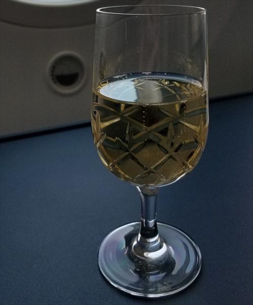 KLMオランダ航空ビジネスクラスのウェルカムドリンクで出されたシャンパン。銘柄:Nicolas Feuilatte Brut Reserve,France