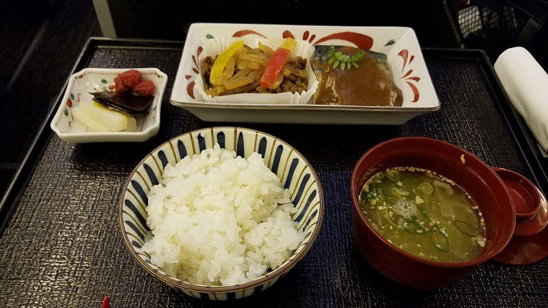 JALビジネスクラスの機内食のメインディッシュ