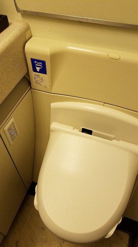 JL010便のトイレ