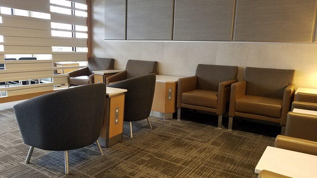 シカゴ空港のフラッグシップラウンジの椅子